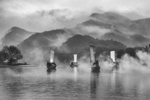 KBIPC Merit Award - Feng Lee (Taiwan)  Sailing In Foggy Lake