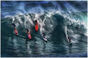 PhotoVivo Honor Mention - Thomas Lang (USA)  Surfers On The Wave